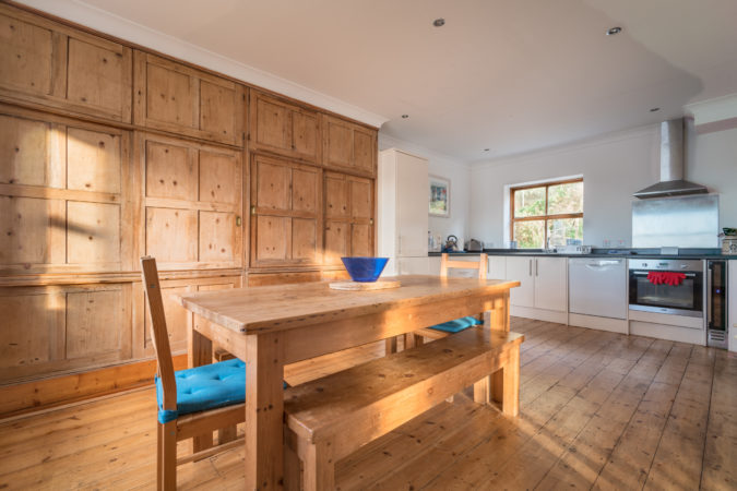 Beach House Whitby - Large dining table in dining kitchen