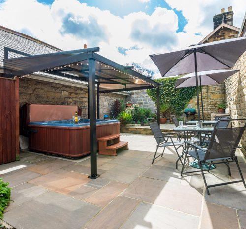 Accommodation with hot tub near Whitby, Dog friendly Self catering near Whitby, Holiday cottage Sleights with Hot Tub, Cottage with hot tub and free parking near Whitby