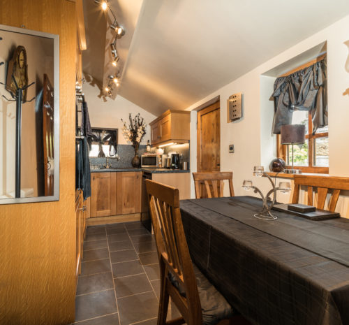 Howdale Cottage Flyingthorpe - Well equipped kitchen