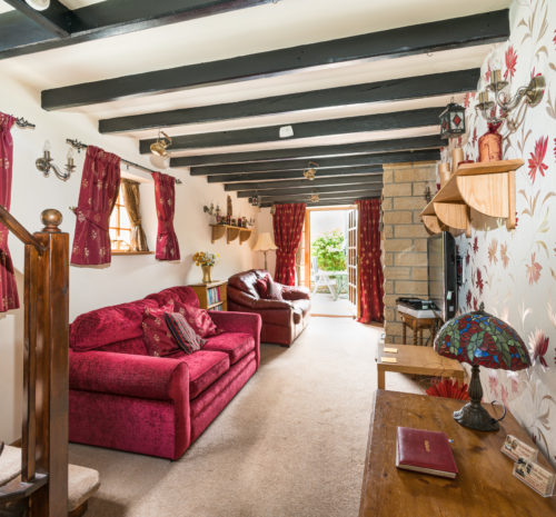 Howdale Cottage Flyingthorpe - Beamed sitting room