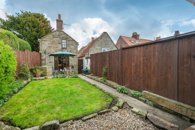 Pet friendly cottage near Robin Hood's Bay. Holiday cottage with hot tub Fylingthorpe, Pet friendly cottage with hot tub near Whitby, Holiday let with parking close to Whitby