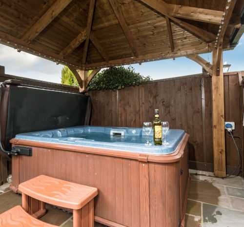 Romantic cottage with hot tub near Robin Hood's Bay, Holiday cottages with hot tubs Yorkshire coast, Pet friendly cottages Yorkshire coast, Holiday let Fylingthorpe, Accommodation near Whitby