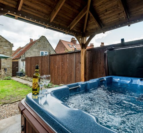 Howdale Cottage near Robin Hood's Bay. Holiday cottages with hot tub near Whitby, Pet friendly cottage with hot tub and parking near Whitby