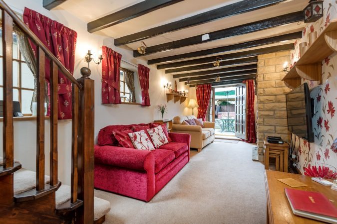 Howdale Cottage near Robin Hood's Bay. Holiday cottages near Whitby with hot tub. Pet friendly holiday cottage Fylingthorpe