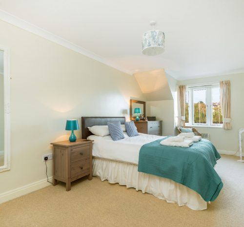 Riverside apartment Whitby, Dog friendly cottages with parking Whitby, Whitby cottages close to beach and town centre.