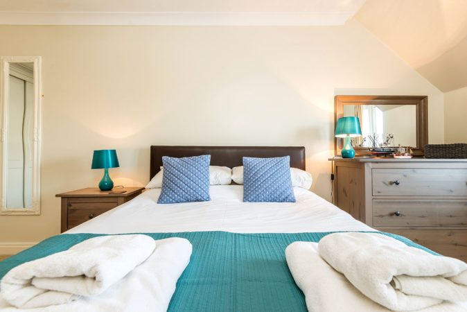 Whitby accommodation with free parking, Holiday cottages with private parking, pet friendly holiday lets Whitby.