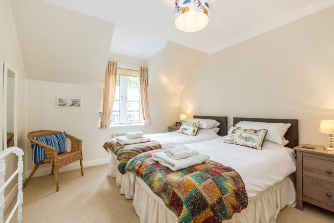 Holiday accommodation Whitby with river view, Whitby holiday accommodation, Whitby holiday let with free parking.