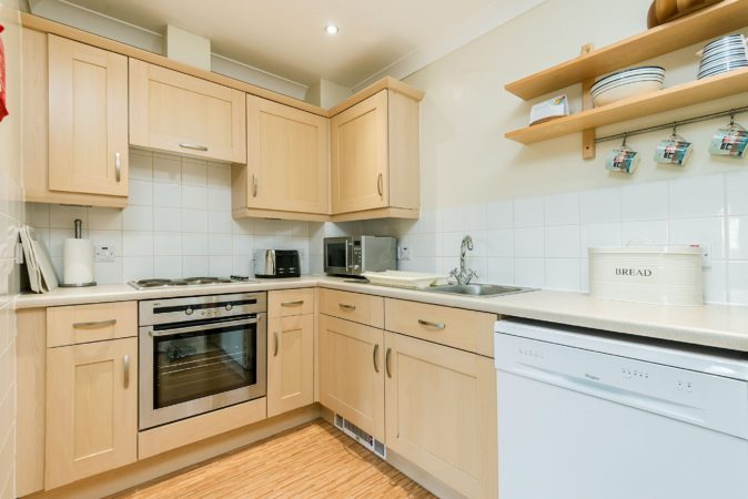 Whitby holiday flats and free parking, Self catering apartment Whitby, pet friendly accommodation with parking Whitby.