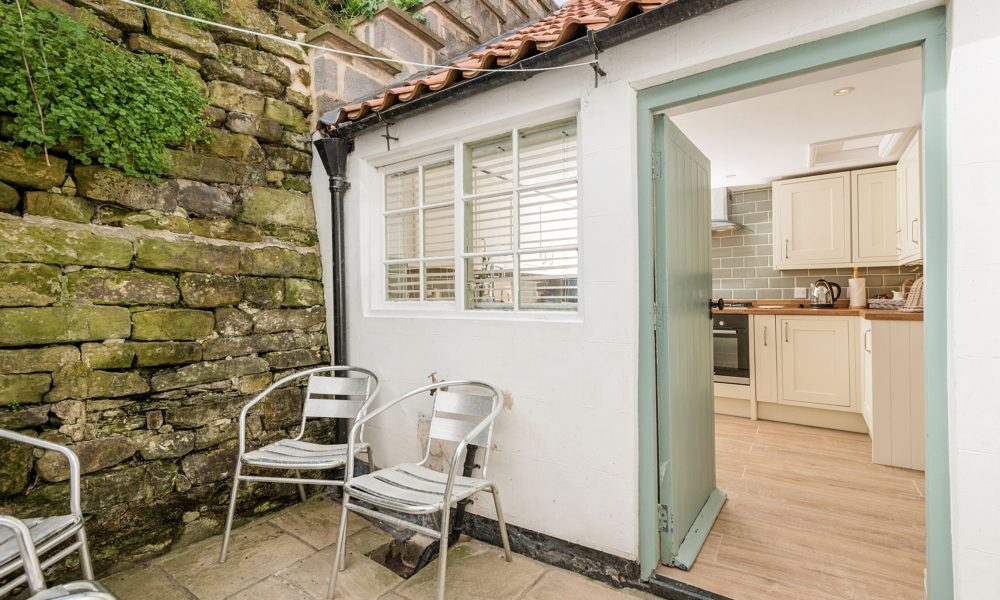 Holiday Cottage with private back yard Whitby, Whitby holiday cottage to let, Holiday cottage sleeps 6 Whitby.