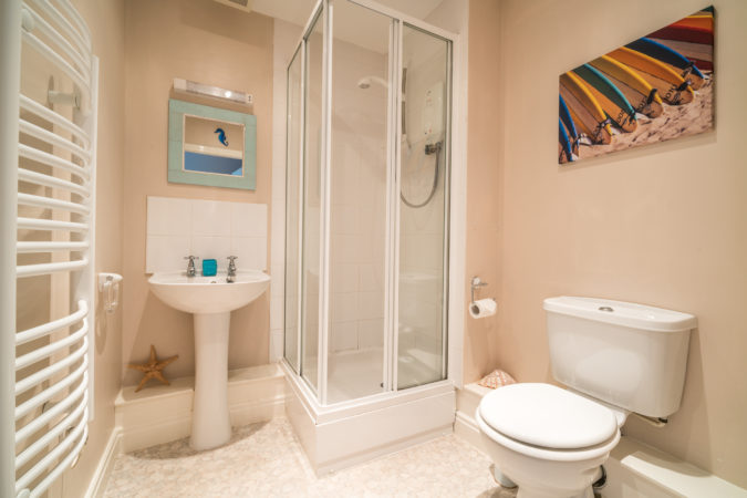 Water's Edge Apartment, Whitby. Ensuite
