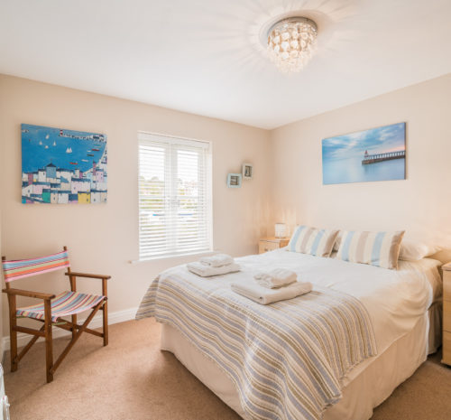 Water's Edge Apartment, Whitby. Double bedroom