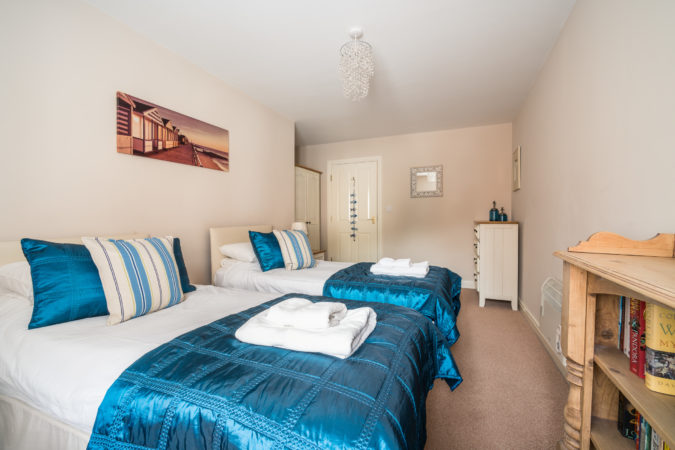 Water's Edge Apartment, Whitby. Twin bedroom