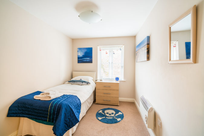 Water's Edge Apartment, Whitby. Single bedroom