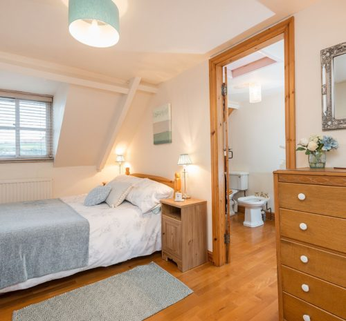 Old Curiosity Shop, Whitby - double bedroom with ensuite