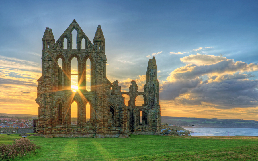Whitby Abbey, Holiday cottages in Whitby