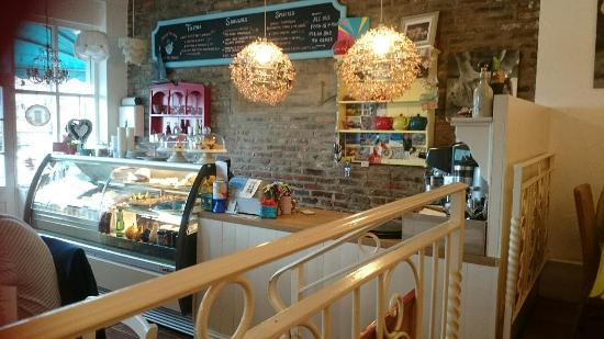 Ice Cream Parlours In Whitby Whitby Cottages Shoreline