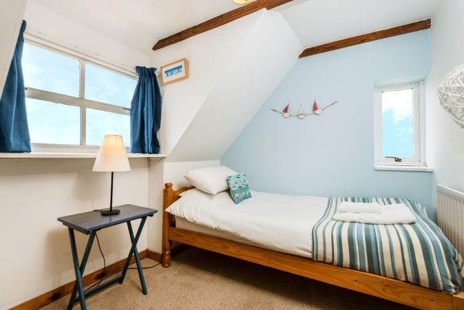 Whitby sea view cottage, Whitby cottage with parking and sea view, pet friendly Whitby.