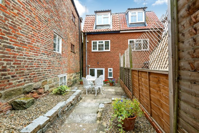 Pet friendly cottage with garden in Whitby, Whitby holiday lets with parking, Holiday cottages pets allowed Whitby.