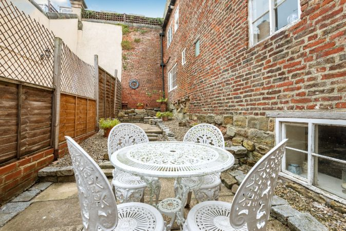Whitby cottages with garden, Pet friendly cottage in Whitby, Whitby holiday accommodation with outdoor seating.