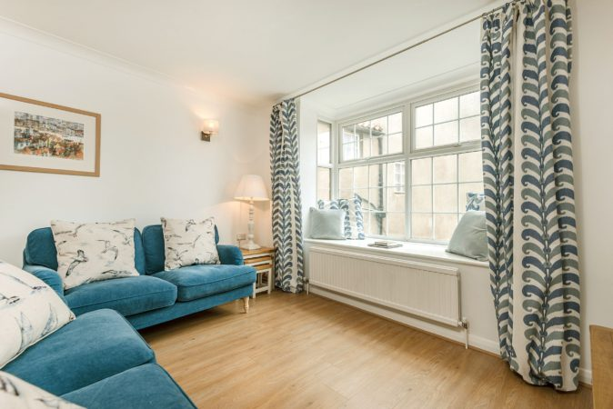 Pet friendly cottage in central Whitby, Cottage with parking in Whitby, Holiday cottages in Whitby with private parking.