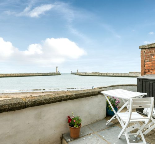 Whitby cottage with sea view, Holiday cottages whitby, dog friendly cottage Whitby.
